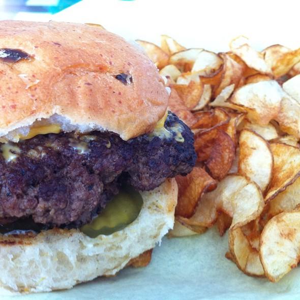 Jalapeno Cheddar Bun Cheeseburger