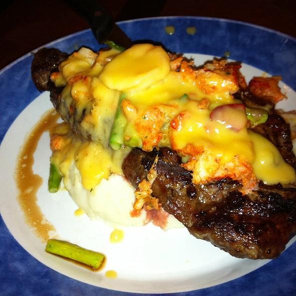 Steak W/ Mash Potatoes & Lobster Sauce