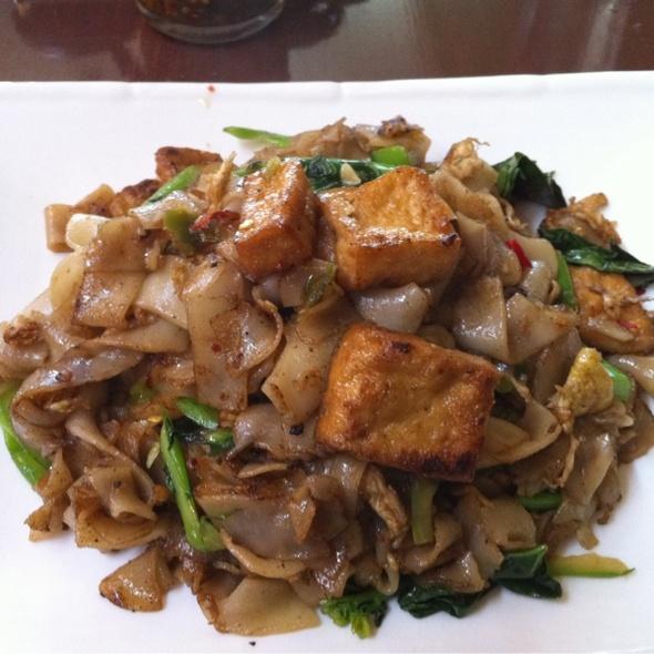 Pad See Ew @ White Lotus Thai Cuisine