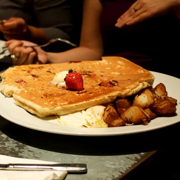 pancakes @ Hash House A-Gogo