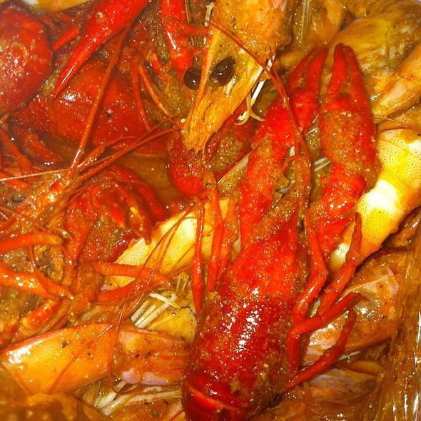 1Lb Shrimp And Crawfish With Cajun Saucr - Crab Hut, San Diego, CA