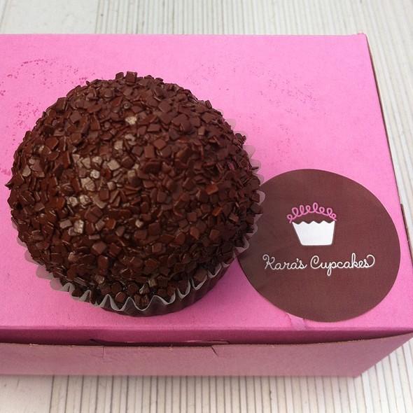 chocolate velvet cupcake @ Kara's Cupcakes