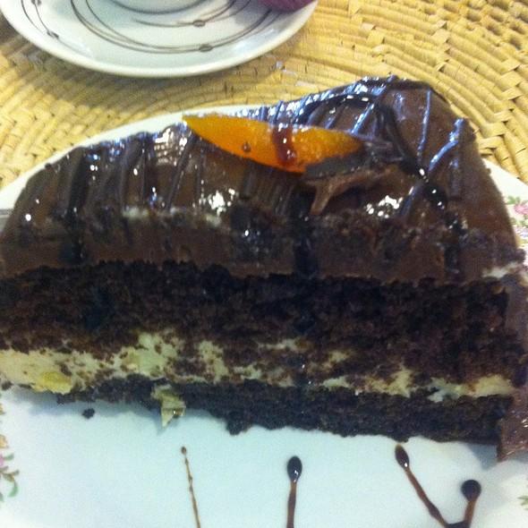 Chocolat And Apricot Cake @ Jour Café Et Chocolat