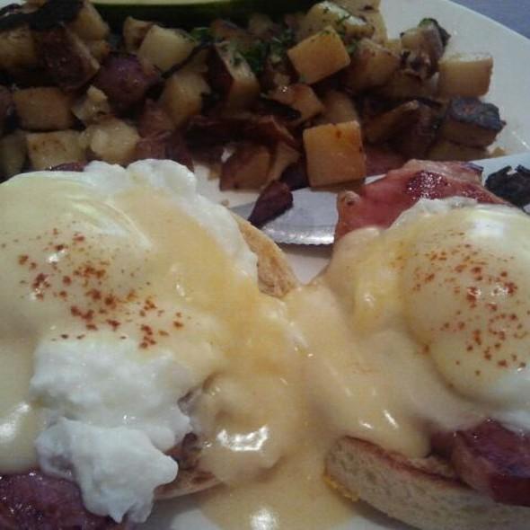 Eggs Benedict @ Meli Cafe & Juice Bar