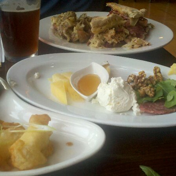 European Cheese Plate with Port Salut, Drunken Goat Cheese, Bleu d'Auvergne & Cambozola @ 5 Seasons Brewing