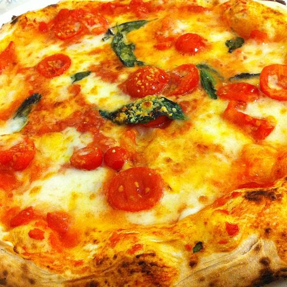 Pizza bufala e pomodorini @ Pizzeria il Nuraghe