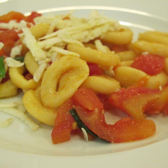 Anellini ai pomodorini e pecorino @ Ekk Ristorante Cantina Santangelo