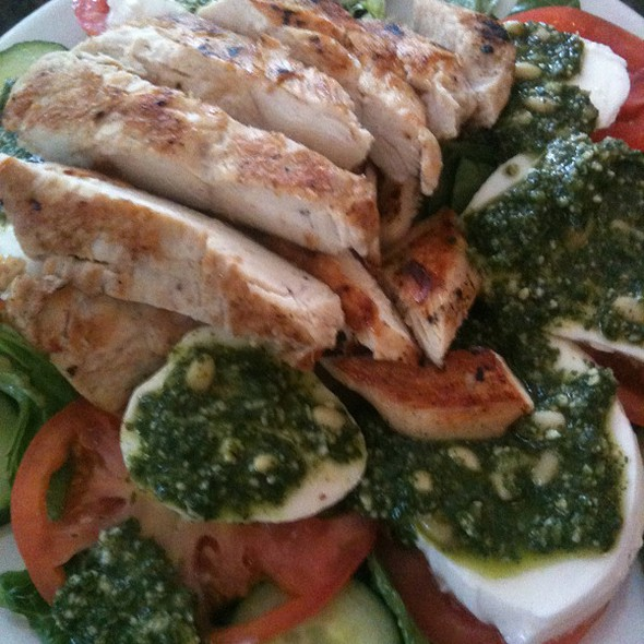 Caprese Salad With Grilled Chicken @ Francesca's Cafe