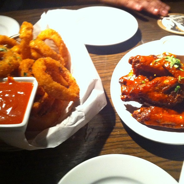 Hot Wings And Onion Rings @ 21st Amendment Brewery Cafe