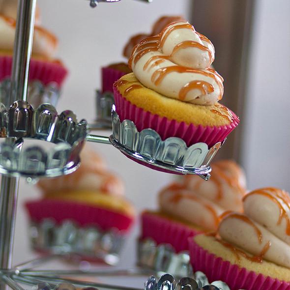 Guava Cupcake @ Let Them Eat Cupcakes