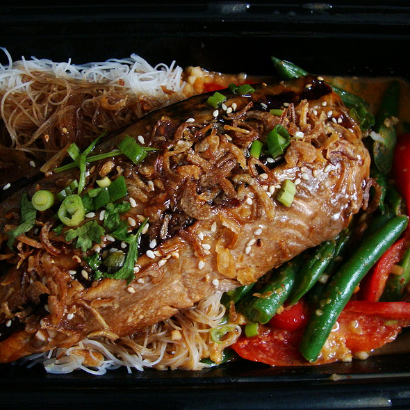 Caramelized Salmon Noodle