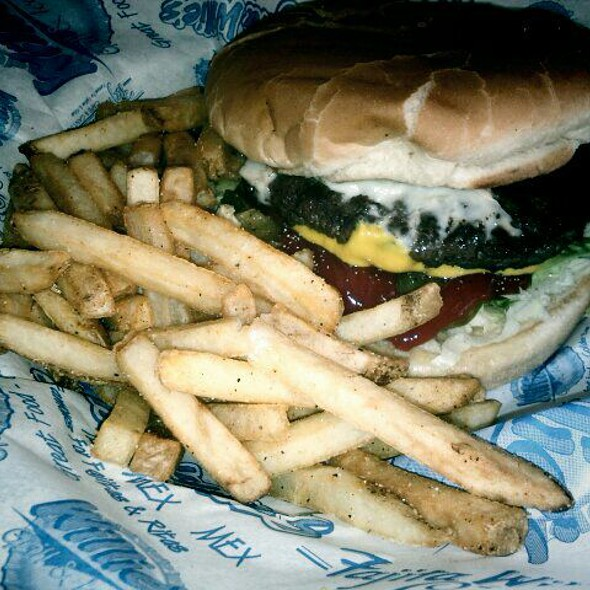 Willie Burger with pepperjack cheese @ Willies Grill & Icehouse: Leon Springs