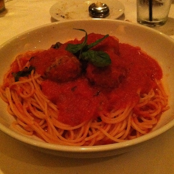 Spaghetti and Meatballs @ Biaggis Italian Grill