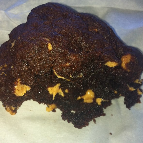 Dark Chocolate Peanut Butter Chip Cookie @ Levain Bakery