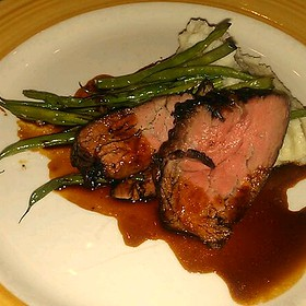 Beef Tenderloin With Green Beans And Blue Cheese Mashed Potatoes
