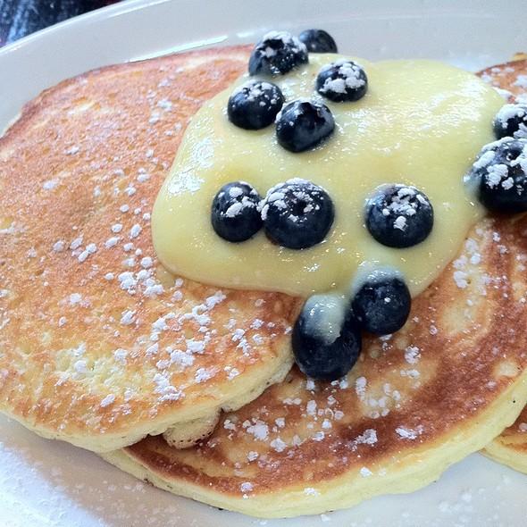 Lemon Ricotta Pancakes With Blueberries @ Locanda Verde