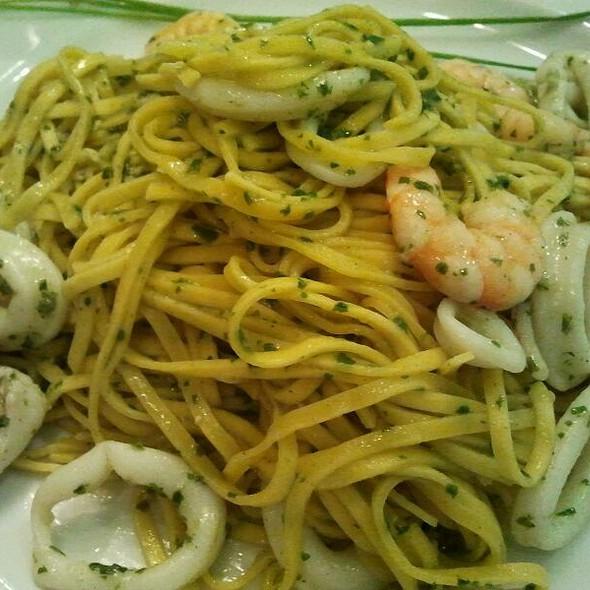 Tagliolini bEbOp (pesto, calamari, gamberetti)