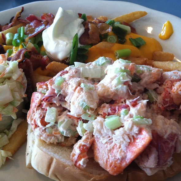Lobster Roll, Loaded Fries @ The Narrows