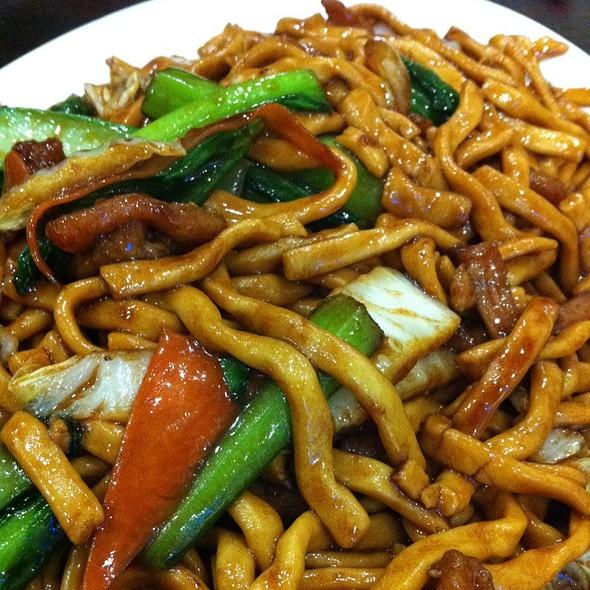 Shanghai Fried Noodles @ Auntie's Dumplings
