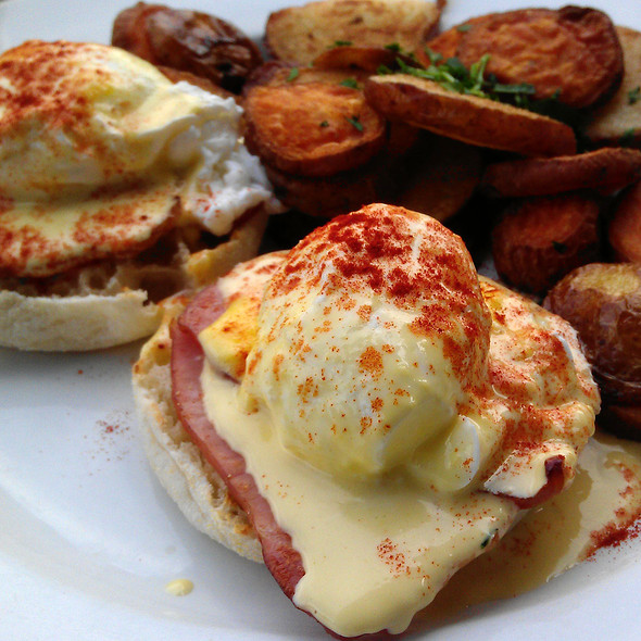 Eggs Benedict with Breakfast Potatoes @ Cafe Murrayhill