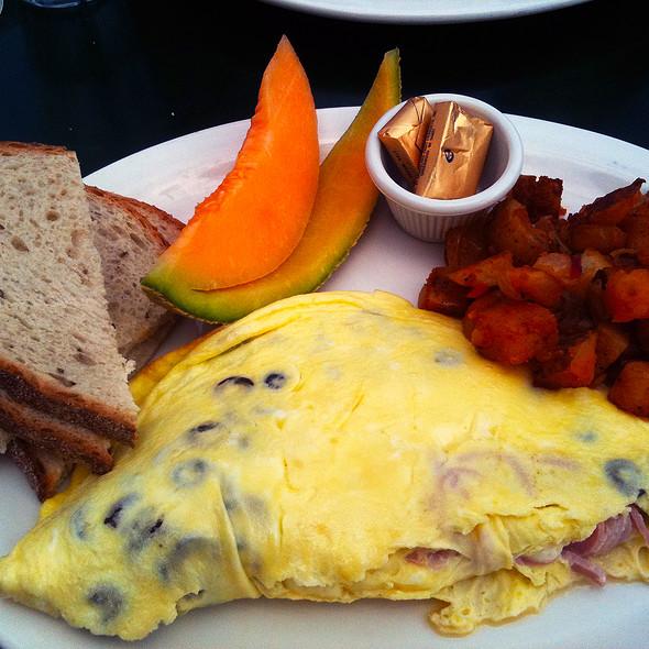 Mushroom, Mozzarella & Ham Omelette @ B & B's 5th Avenue Pub