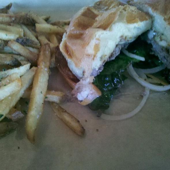 The Classic Burger @ Hop Doddy