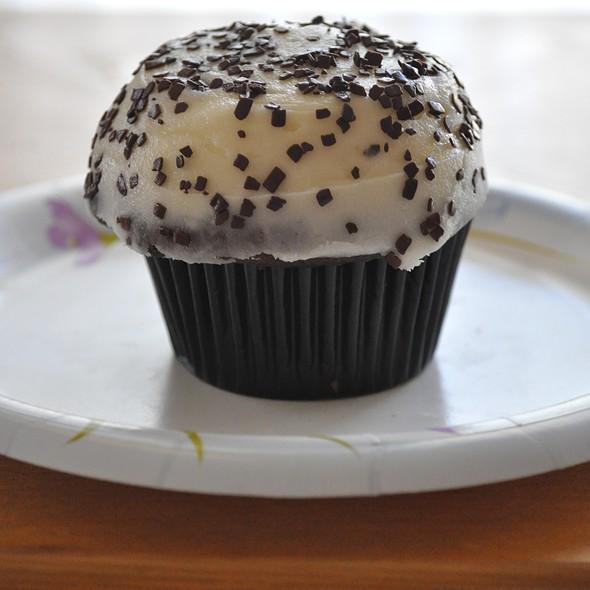 black sprinkles for cupcakes