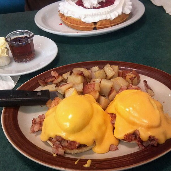 Irish Eggs Benedict @ bickford's grille