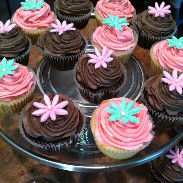 Vanilla Bean Cupcakes With Vanilla Swiss Buttercream- Dark Chocolate Cupcakes With Chocolate Fudge Icing