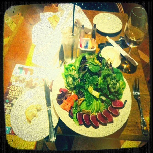 Seared Ahi Tuna Salad @ Grand Lux Cafe