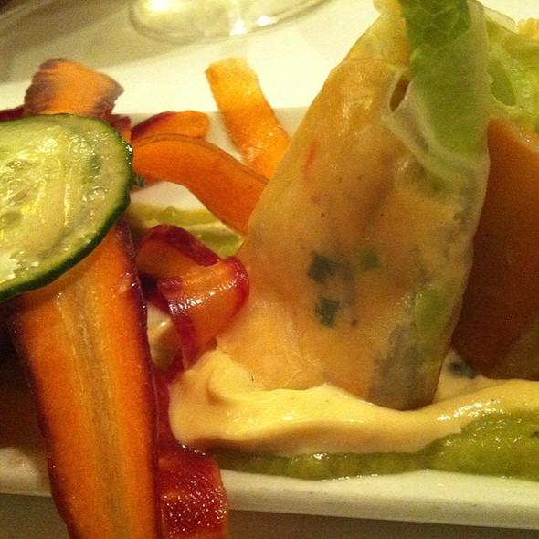 Rouleau De Printemps Crabe & Concombre, Crème D'avocat @ Restaurant Grenadine