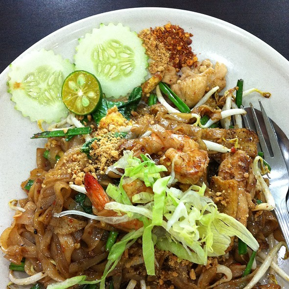 Pad Thai @ Riverside Cafe