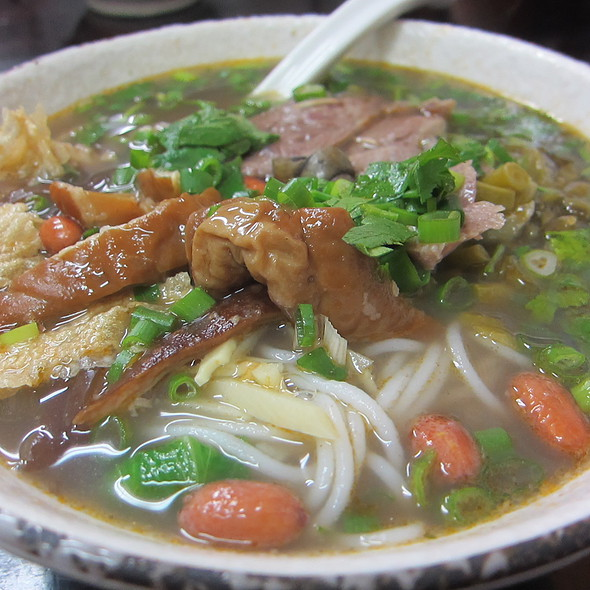 Bellamya Purificata Rice Vermicelli Soup with Pork & Intestine
