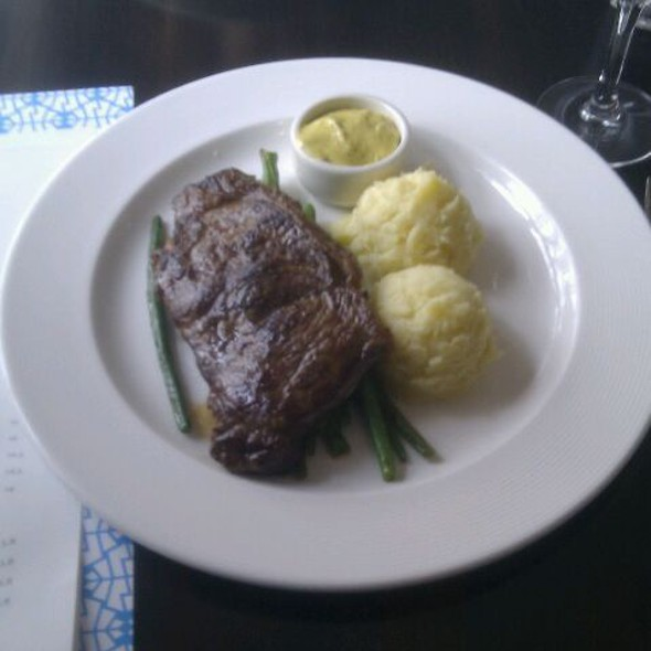 6oz Sirloin with duck egg bearnaise, green beans & homemade mash @ Electric