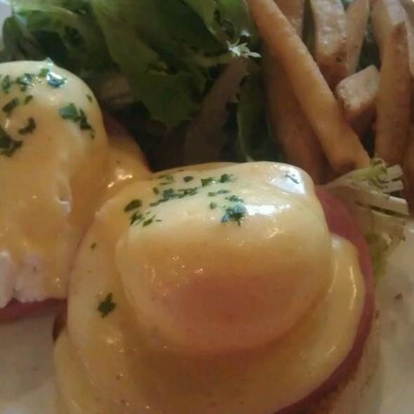 Eggs Benedict - Les Folies Brasserie, Annapolis, MD