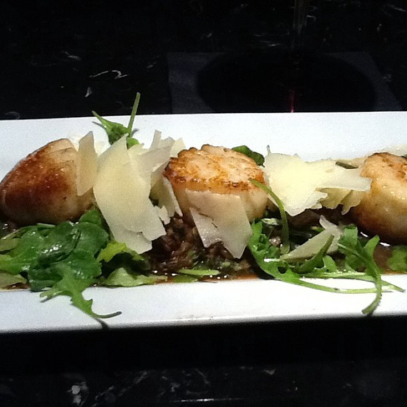 Seared Scallops With Porcini Mushrooms, Arugula, And Shaved Parmesan