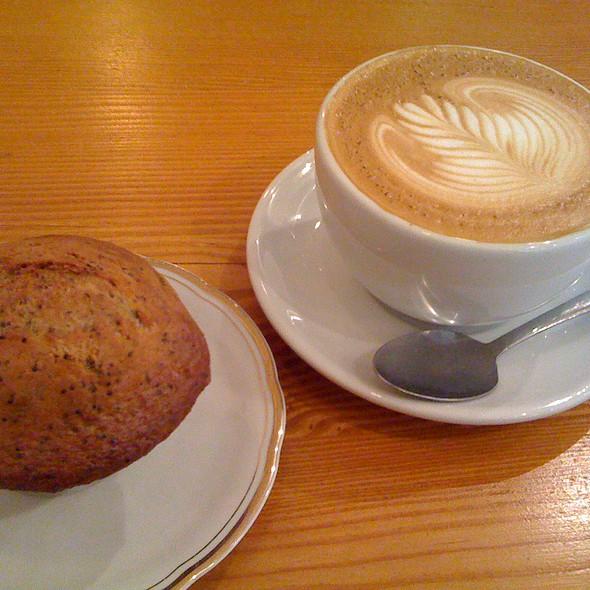 Latte & Muffin Citron Pavot @ Cafe Flocon Espresso
