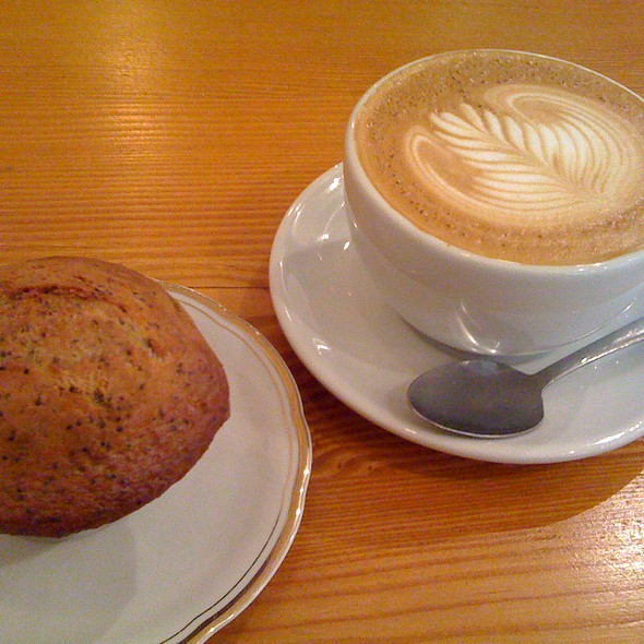 Latte & Muffin Citron Pavot @ Cafe Flocon Espresso