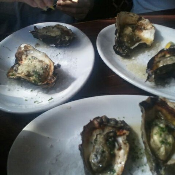 Grilled Oysters @ de Vere's Irish Pub