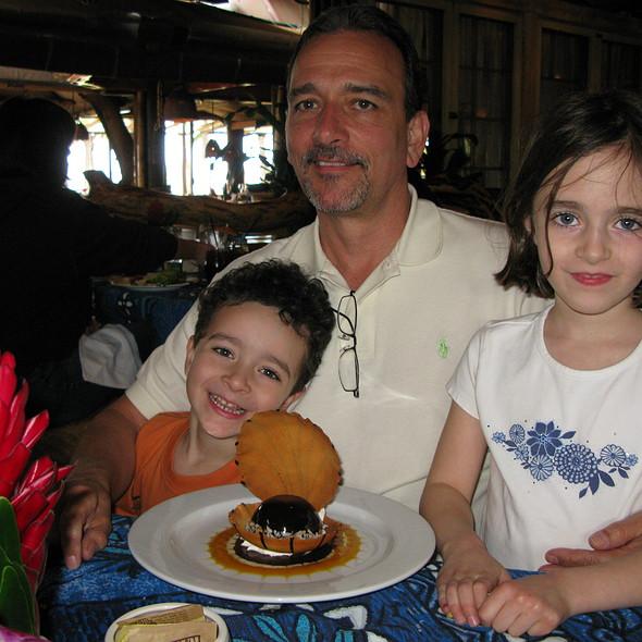 Black Pearl Dessert @ Mama's Fish House