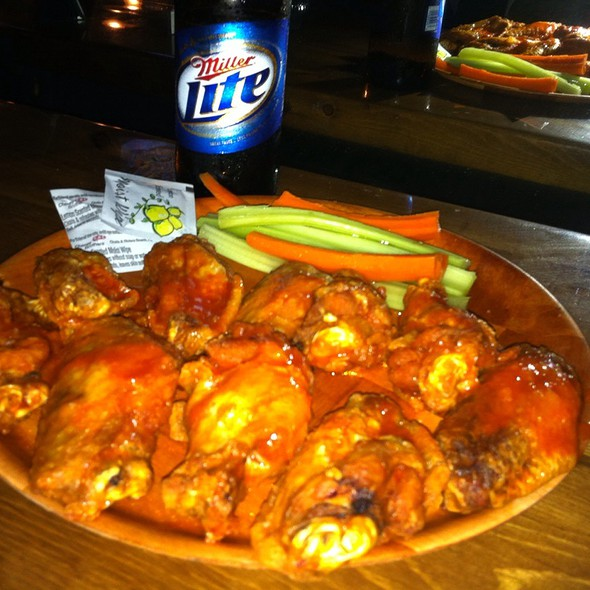 Chicken Wings @ Gator City Sports Grille