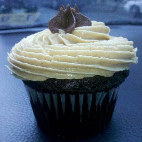 Chocolate Cupcake With Peanut Butter Frosting @ Alexandria Cupcake