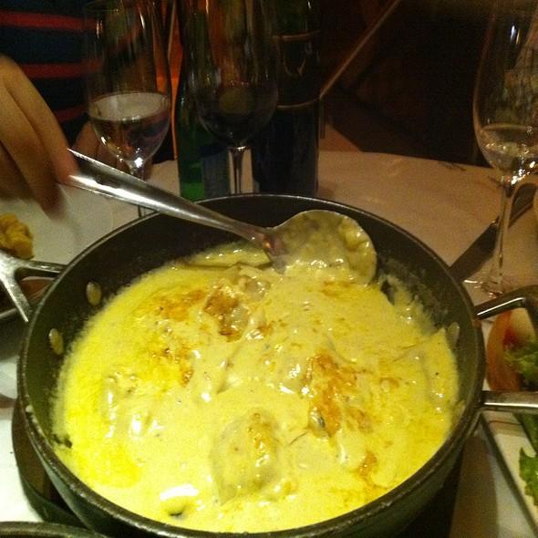 Raviolli De Maçã Ao Molho De Gorgonzola