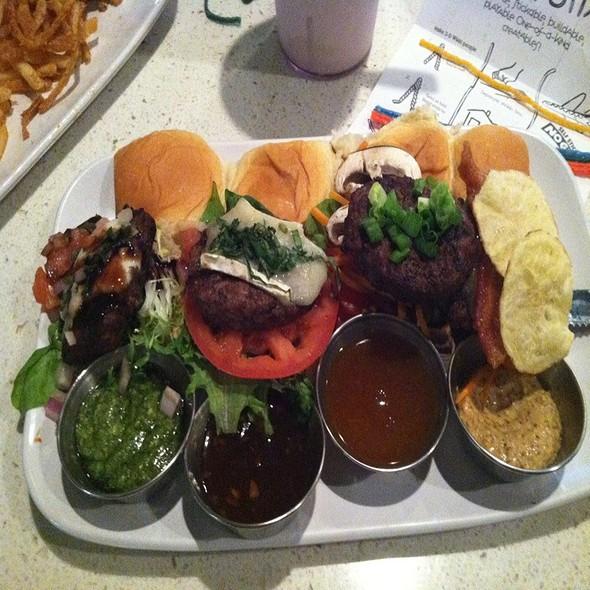 Premium Mini Burgers @ The Counter Corte Madera