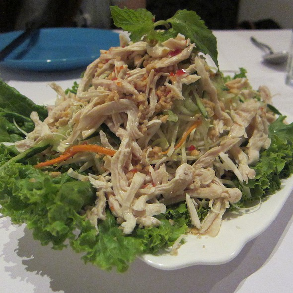 Pulled Chicken Salad @ Paris In The Orient 東方小巴黎 (QSquare Branch)