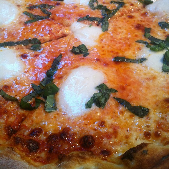 Magherita Pizza @ Wolfgang Puck Pizzeria and Cucina