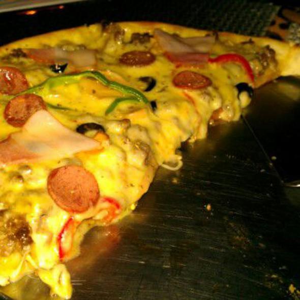 Holimog Pizza @ Broadway Restaurant