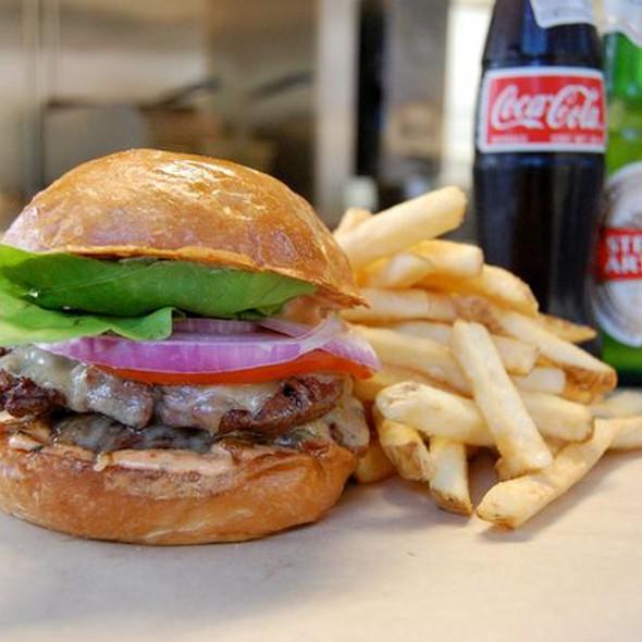 Thrillist's Favorite Burger @ Buns On Wheels