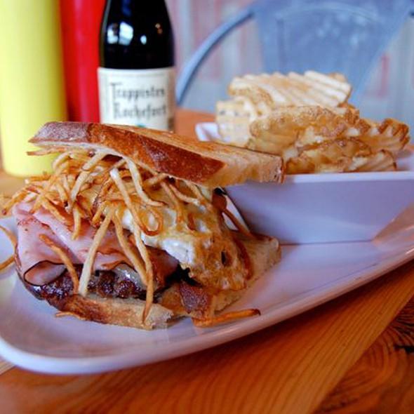 Thrillist's Favorite Burger @ Uneeda Burger