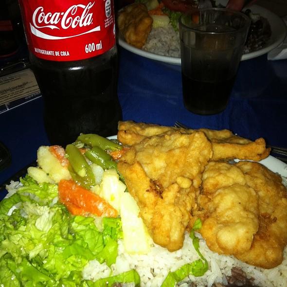 Peixe Frito Com Salada, Arroz E Feijão @ Buffet Josefina & Getúlio